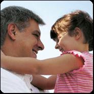 Babalarını güldürmeyi başaran çocuklara ve babalarına, İksirli tişört hediye!