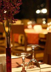 Samanlık Restoran Masa Fotoğrafı